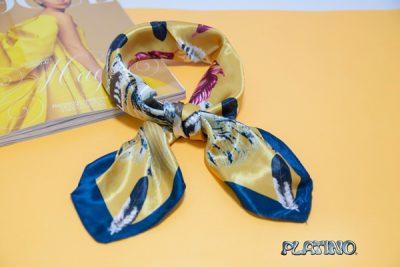Pañuelo de seda estampado