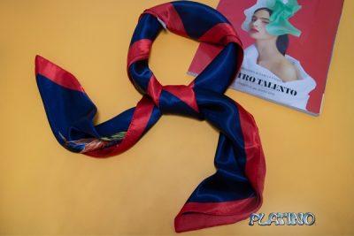 Pañuelo de seda rojo y azul